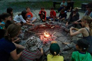 Abends am Lagerfeuer